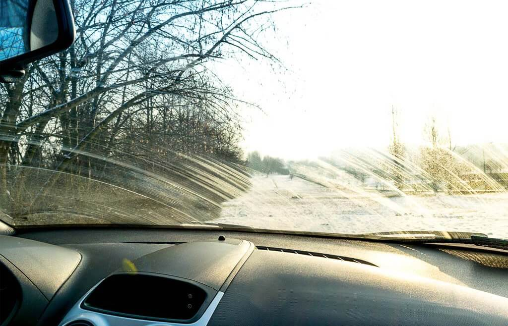 Jakim preparatem umyć szyby w samochodzie