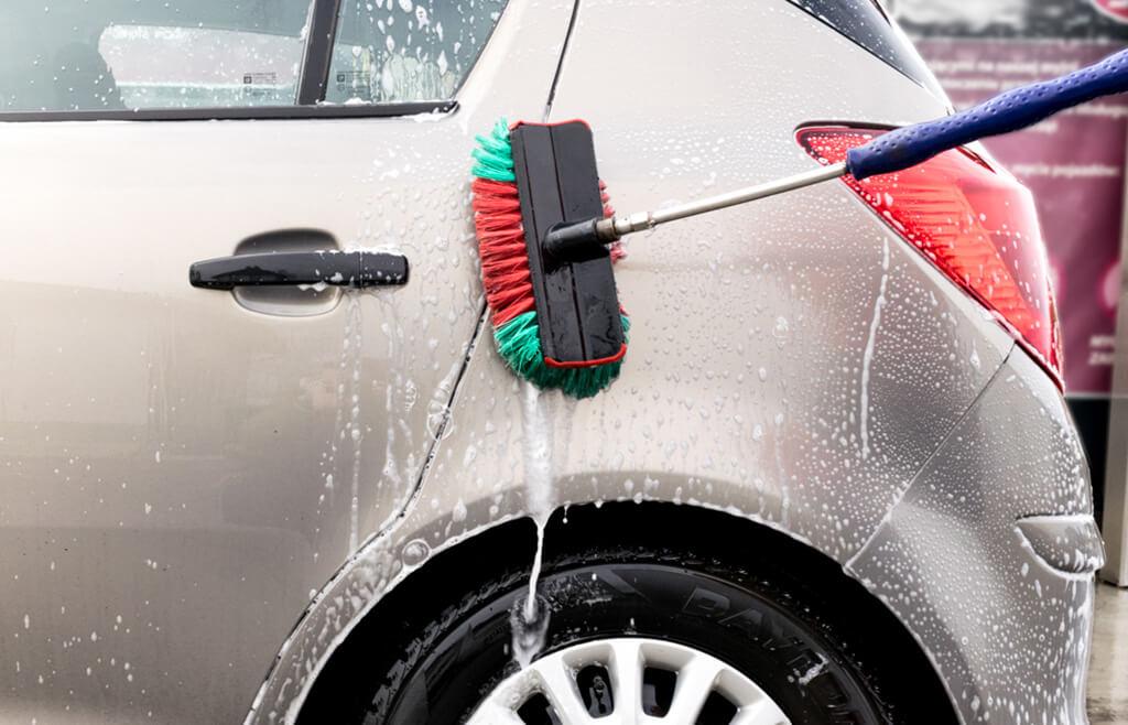 Wiosenne mycie samochodu