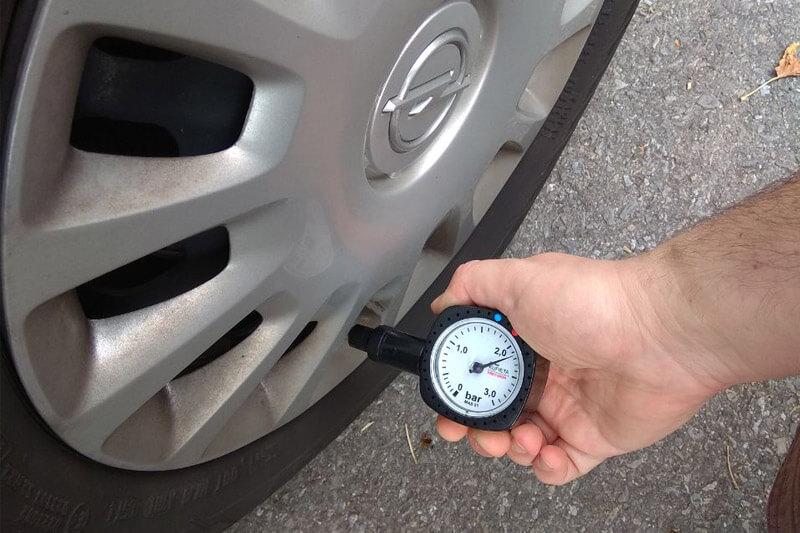 Ciśnieniomierz samochodowy