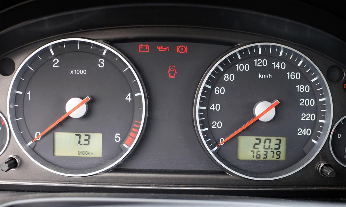 Jak sprawdzić przebieg samochodu
