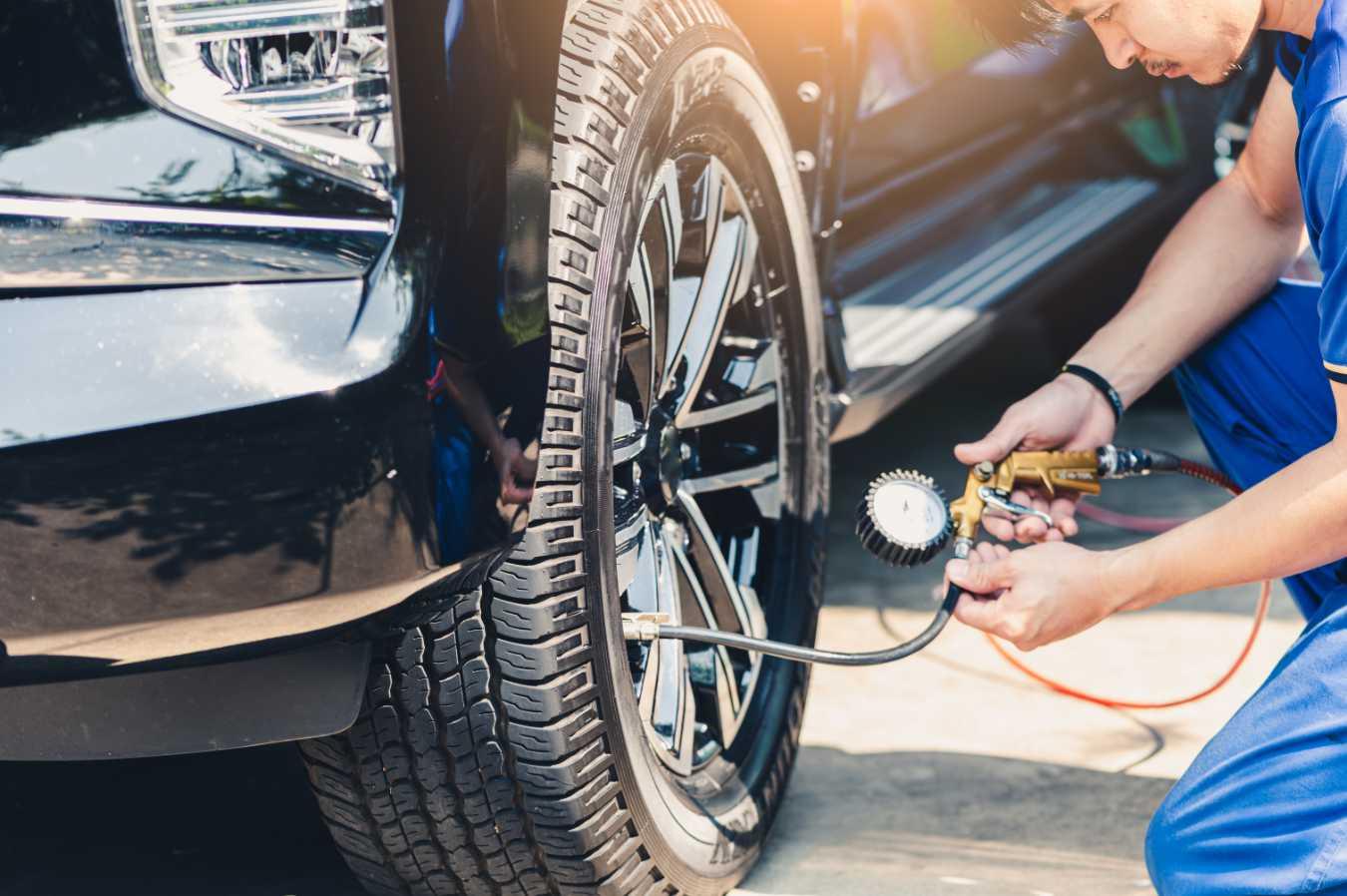 Jak pompować opony? Co trzeba wiedzieć na temat sprawdzania i uzupełniania ciśnienia w oponach samochodowych?
