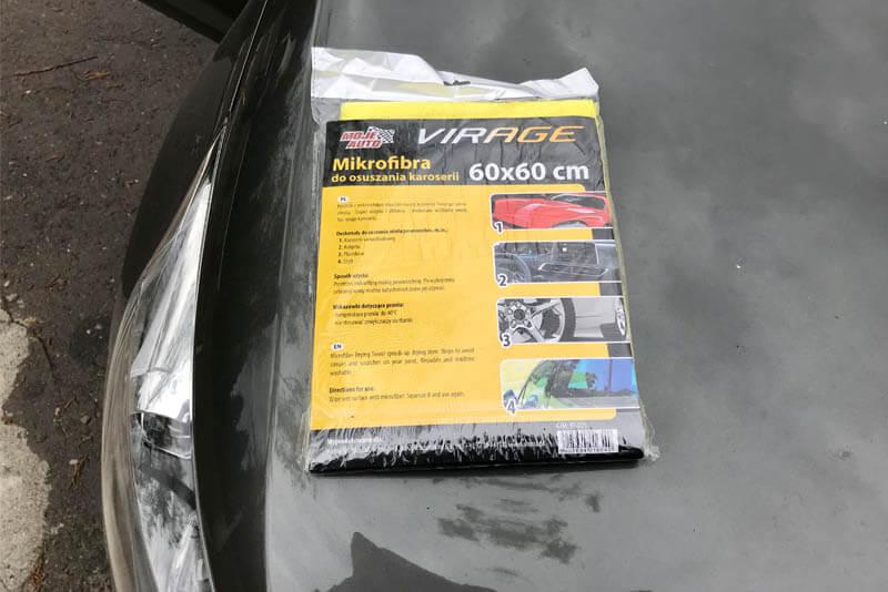 Czym umyć auto - ściereczka