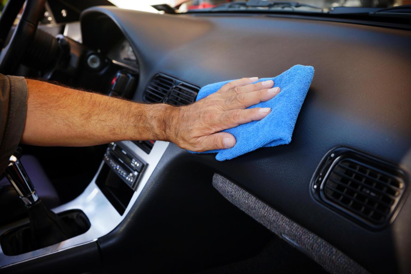 Dressing do plastików, czyli jak pielęgnować plastiki w samochodzie?