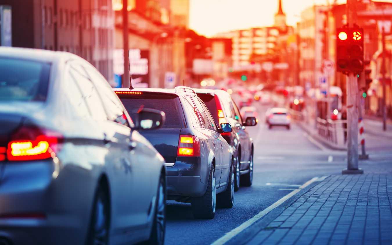 Najważniejsze przepisy drogowe – o czym musi pamiętać każdy kierowca?