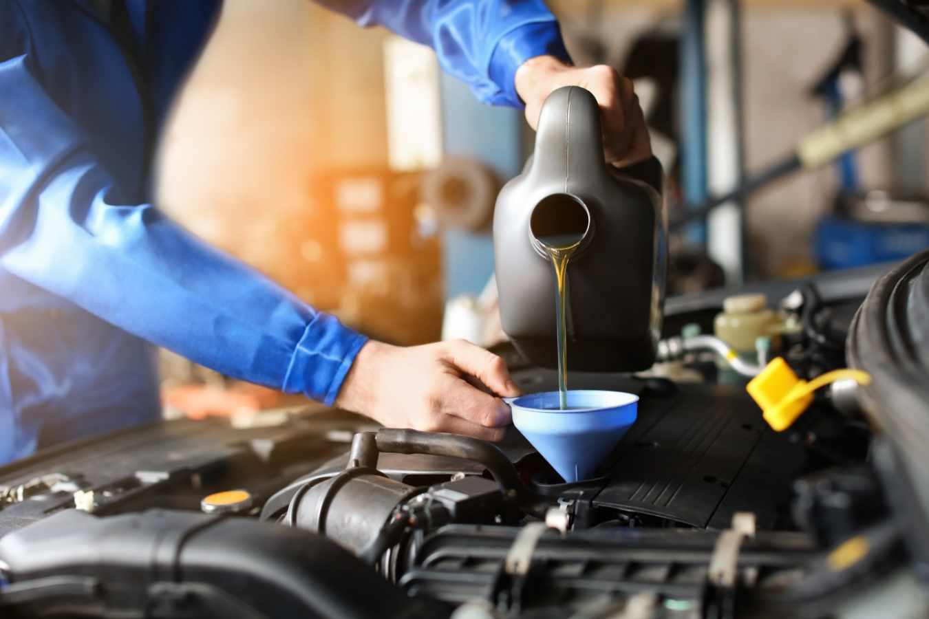 Wymiana oleju silnikowego – co trzeba o niej wiedzieć i jak to zrobić samodzielnie?