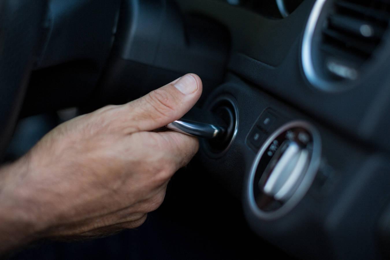 Problemy z rozruchem silnika – co zrobić, gdy auto nie chce się uruchomić?